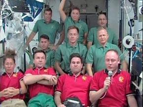 Экипаж шаттла Индевор, отпраздновав День благодарения, покидает МКС