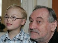 Богдан Ступка встретился с 4-летним Петриком Василенко