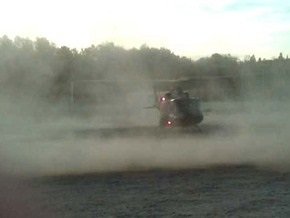 Канадский военный слетал в закусочную  на вертолете