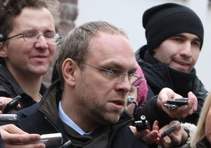 Власенко: У Тимошенко появились новые симптомы болезни - идет кровь из носа, немеет левая рука