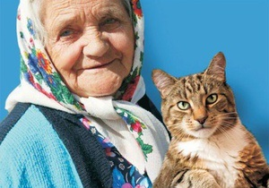 В Днепродзержинске запретили размещать  покращений  плакат с бабушкой и котом