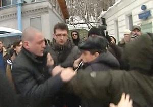 На панихиде по активисту Другой России нацболы подрались с Удальцовым
