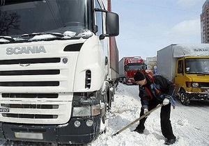 Власти Киева ограничили въезд в город грузовиков и фур