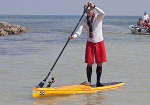 Американец доплыл из Кубы в США на доске для серфинга