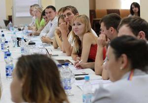 На Корреспондент.net началась трансляция дебатов Тягнибока со студенческой общественностью