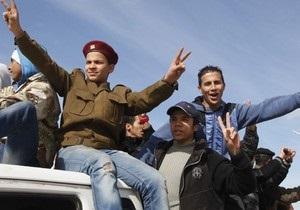 Самолеты НАТО уничтожили два танка и пять бронемашин войск Каддафи