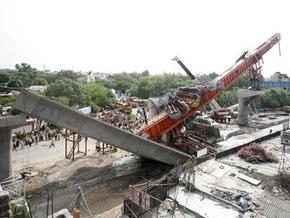 В Дели обрушился недостроенный мост: не менее 5 погибших, 15 раненых