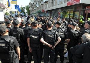 Милиция оцепила территорию возле дворца Украина, куда должен приехать Янукович