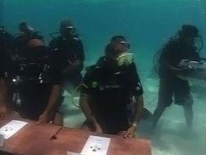 Правительство Мальдив провело заседание под водой