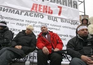 Скорая госпитализировала активистку Батьківщини, голодавшую возле ЦИК
