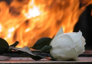 В Карелии двое мужчин затушили пивом Вечный огонь