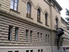Здание парламента Латвии забросали бутылками
