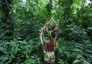 Камбоджийская женщина-маугли спустя три года снова вернулась в лес