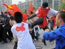 Китайцы устроили драку на сеульском этапе олимпийской эстафеты