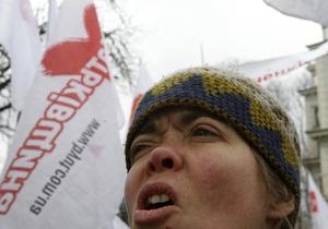 В Харькове под зданием суда митингуют сторонники и противники Тимошенко