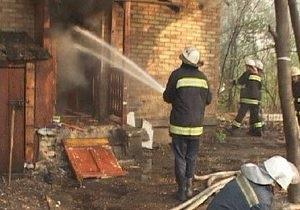 В Киеве бездомные стали виновниками пожара в нежилом доме