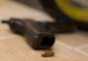 В Киеве мужчина, отказавшись платить за проезд, ударил водителя маршрутки пистолетом