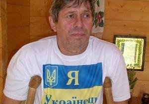 Неизвестный напал на голодающего у дома Ющенко в Хоружевке