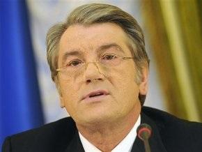 Ющенко возложил цветы к памятникам Шевченко и Грушевскому