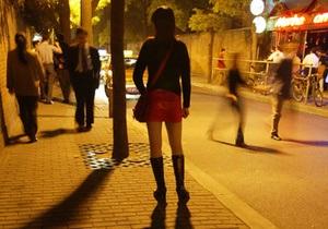 В Париже проститутки устроили манифестацию с требованием не штрафовать их клиентов