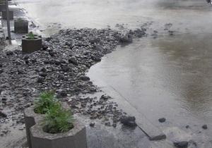 На проспекте Победы в Киеве прорвало трубу: несколько домов остались без горячей воды