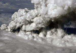 Британские метеорологи: Исландский вулкан вновь выбрасывает пепел на 3-4,5 км