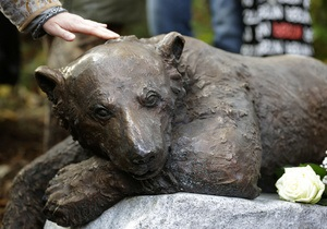 В Германии появился памятник знаменитому медведю Кнуту