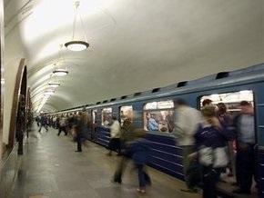Выпавший из поезда московского метро машинист был пьян