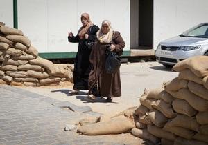 СМИ: Каддафи начал набор в армию женщин и детей