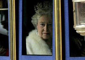 Британская королева нарушила правило, сфотографировавшись с ребенком