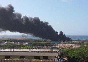 Самолет - В Сомали взорвался военный самолет с оружием