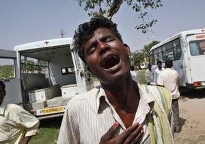 В Кашмире автобус упал в пропасть: погибли 10 человек и 50 ранены