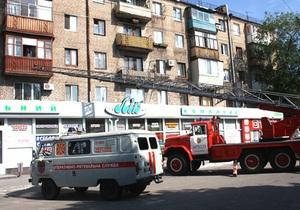 В Запорожье спасатели сняли с парапета балкона 93-летнюю женщину