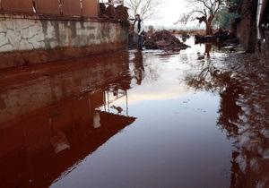 Власти Венгрии признали аварию на глиноземном заводе беспрецедентной: в трех областях объявлено ЧП