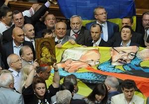 Депутаты из большинства покинули зал заседаний Верховной Рады