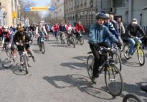 Велосипедные дорожки в Киеве отделят желтой разметкой