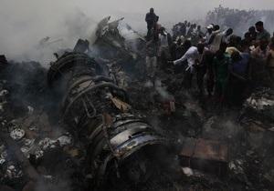 Авиакатастрофа в Нигерии: Мародеры прибыли на место крушения раньше спасателей
