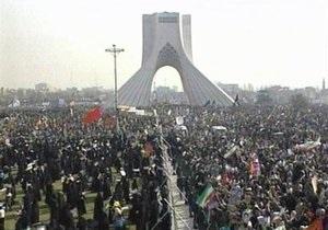 СМИ: Полиция открыла огонь по демонстрантам в Иране