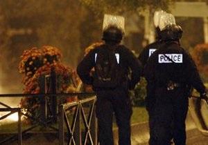 В Париже полиция обнаружила гараж с полутонной марихуаны и оружием