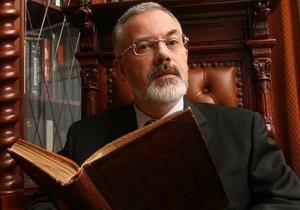 Табачник выступил против моратория на закрытие школ