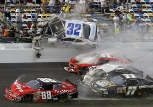В результате аварии на гоночной трассе в США пострадали зрители