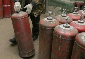 В Полтавской области взорвался газовый баллон, повреждены автомобили и мотоцикл