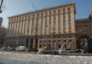 У здания киевской мэрии зальют каток для Черновецкого