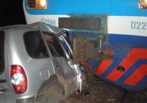 В Киевской области пьяный водитель ездил по железнодорожным путям и врезался в электричку
