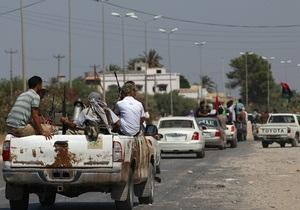 Силы Каддафи отступают к правительственному кварталу в Триполи