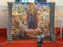 В Киев приехали Хроники Украины с трехглавым Ющенко
