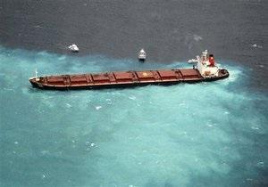 Танкер, севший на мель около Большого Барьерного рифа, угрожает экологической катастрофой
