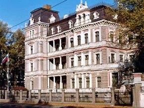 Посольство РФ в Латвии заплатит пенсионерке компенсацию за испорченную квартиру