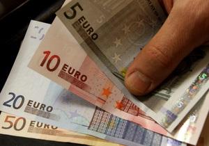 Евро продолжает падение из-за угрозы дефолта Греции