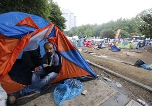В Турции всю ночь не стихали беспорядки. Демонстранты возвращаются на центральную площадь Стамбула